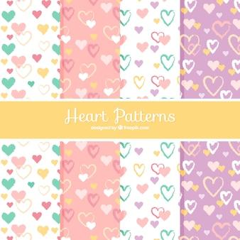 Conjunto de padrões corações em design plano