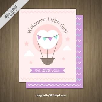 Convite bonito da festa do bebé com um coração em forma de balão