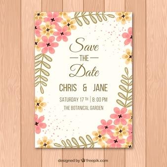 Convite bonito do casamento com as flores alaranjadas e cor-de-rosa