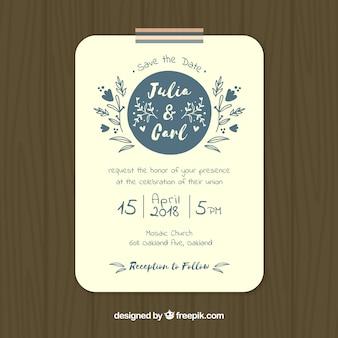 Convite bonito do casamento com flores azuis