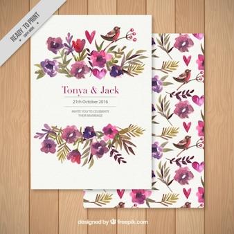 Convite de casamento decorado com um fundo floral