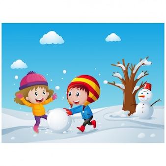 Crianças alegres jogam com neve