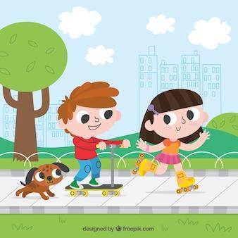 Crianças alegres que têm o divertimento ao ar livre