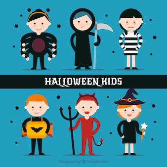 Crianças engraçadas com trajes de Halloween em estilo plano