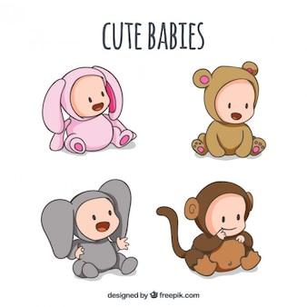 Desenhadas mão bebês com customes animais adoráveis
