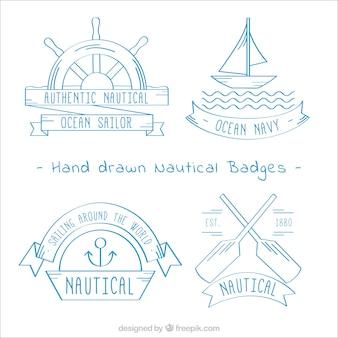 Emblemas desenhados à mão decorativos com elementos náuticos