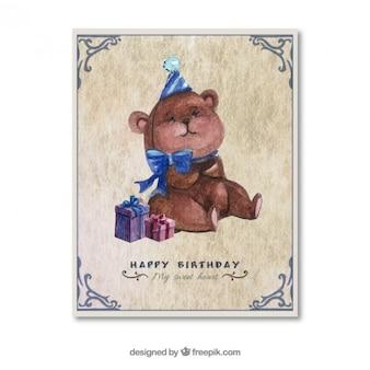 Entregue o cartão de aniversário pintado com um ursinho de pelúcia