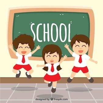 Estudantes felizes que saltam na classe