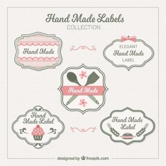 Etiquetas elegantes cerca de artesanato