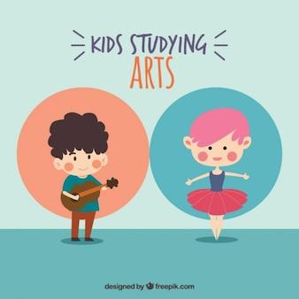 Filhos adoráveis que estudam artes
