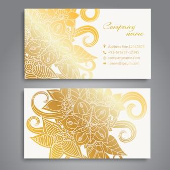 Flores douradas no projeto branco do cartão de visita