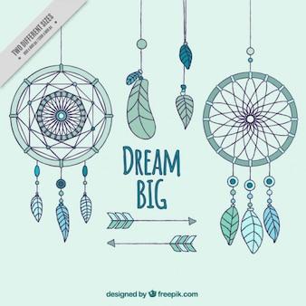 Fundo azul com diferentes apanhadores de sonho