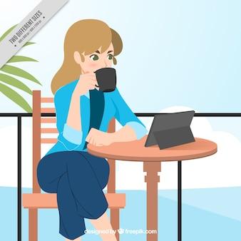 Fundo da mulher de negócios que come o café