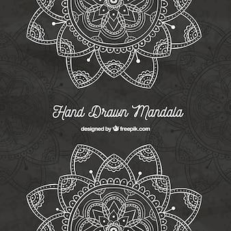 Fundo escuro de mandalas desenhadas à mão