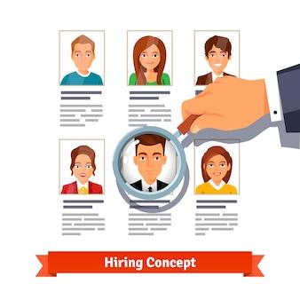 Gerente de RH que procura candidatos. Conceito de contratação