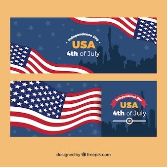 Grandes bandeiras com bandeira americana e silhuetas para o dia da independência