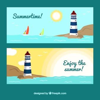 Grandes bandeiras do verão com farol decorativo