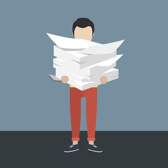 Homem de negócios com pilha de papel