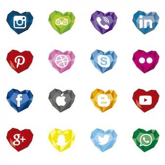 Ícones de mídia social poligonais com formato de coração