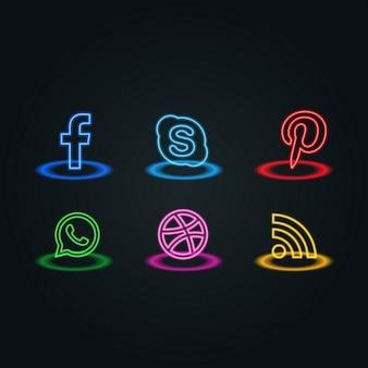 ícones sociais dos media estilo neon embalar