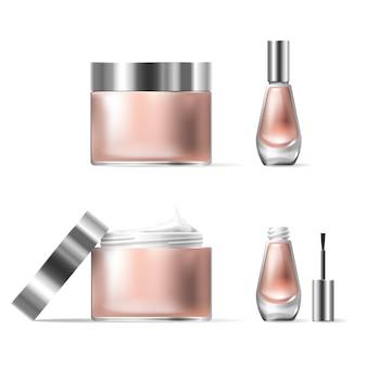 Ilustração do vetor de um estilo realista de recipientes de vidro transparente cosméticos com tampa de prata aberta