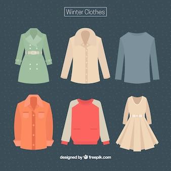 Jogo da roupa feminina e masculina de inverno