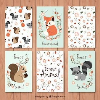 Jogo de cartões animais da floresta bonitas com detalhes florais
