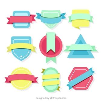 Jogo de emblemas coloridos com fitas no estilo do vintage