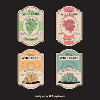 Jogo de quatro etiquetas do vinho no estilo retro