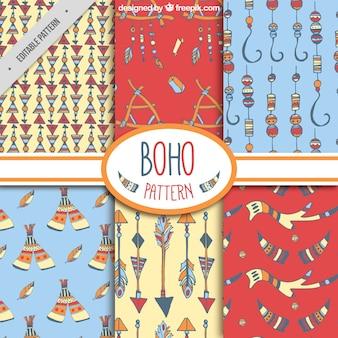 Jogo de testes padrões decorativos com elementos coloridos em estilo boho