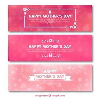 Jogo de três bandeiras cor-de-rosa com efeito borrado para o dia de mãe
