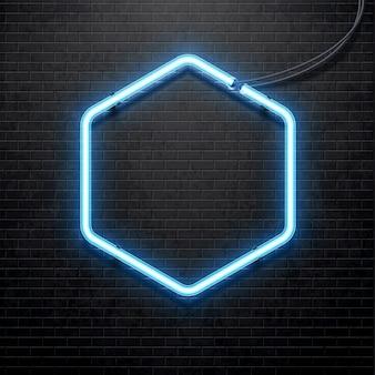 Lâmpada de néon azul isolada na parede de tijolos pretos