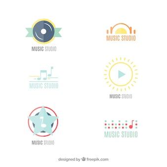 Logotipos modernos do estúdio da música em design plano