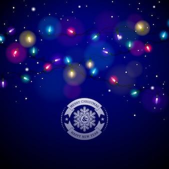 Luzes de Natal coloridas brilhantes para férias de Natal e Feliz Ano Novo Design de cartões em fundo azul brilhante.