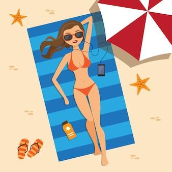 Menina que tem um banho de sol