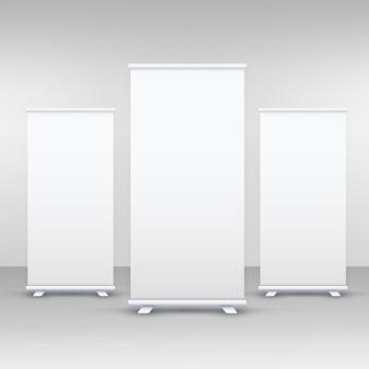 Mockup de exibição de banner de três standee ou rollup