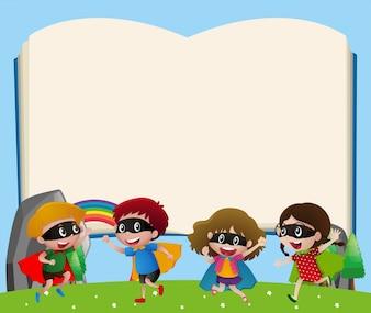 Molde de borda com crianças que jogam herói