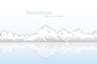 Montanhas Nevadas com a reflexão sobre a água. Fundo de Nuvens