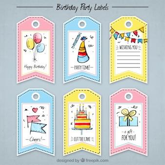 Pacote de Tag bonitos do aniversário com desenhos