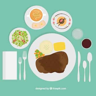 prato de carne e talheres