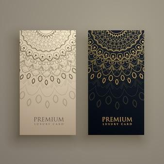 Projeto de cartão da mandala com decoração ornamanetal na cor dourada