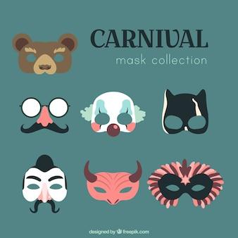 Seleção de máscaras de carnaval com diferentes personagens