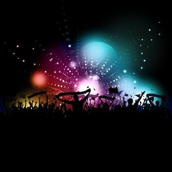 Silhueta de uma multidão com faixas e bandeiras em um fundo de luzes de discoteca