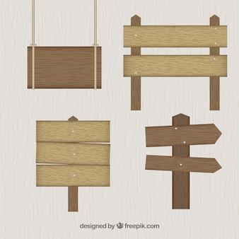 Sinais de madeira ajustados no projeto plana