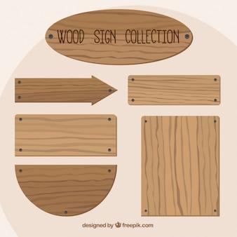 Sinais de madeira com pregos
