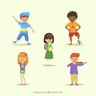 Várias crianças sorridentes desenhados à mão