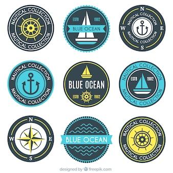 Variedade de emblemas náuticas redondos