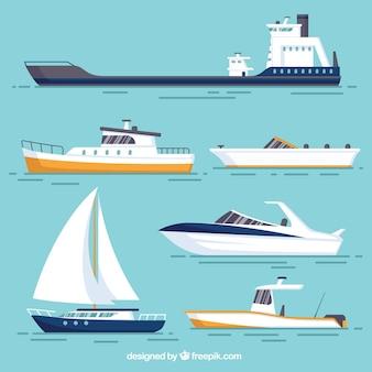 Vários barcos com desenhos diferentes