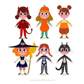 Vários personagens infantis brinquem fantasias de Halloween