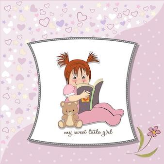 Bambina dolce che legge un libro